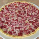 tarte clafoutis aux fraises cuite